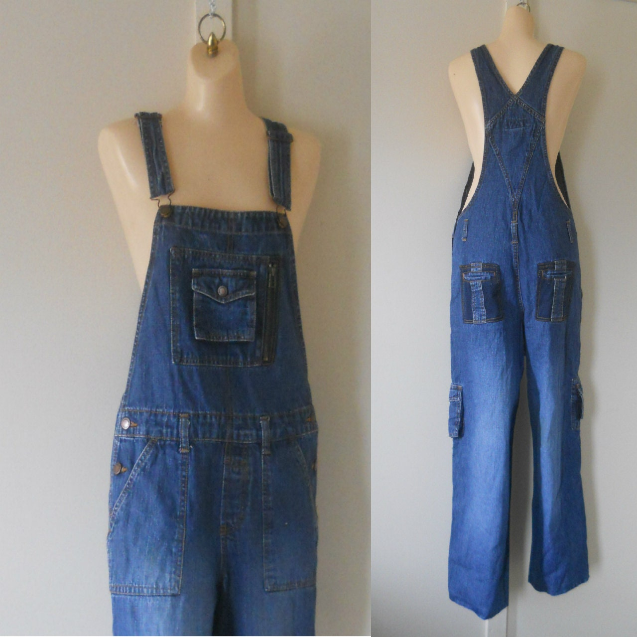 Women's denim overalls are attractive, dressy, and a compelling help to look your best with a great outfit. Fashionistas and women relish the texture and resplendence of these women's denim overalls. Choose the right color and clothing size from the listed items shown here according to your preference.