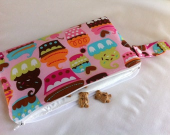 Insulated Snack Bag in Sweet Treats Cupcakes