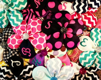 TWENTY Monogrammed Flower Hairclips...Embroidered Hairbows...Hairbows...Hairclips....Wholesale bows...Baby/Toddler Bows...Party Favors