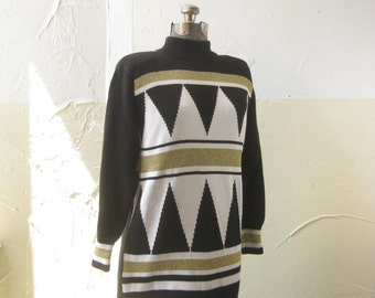 Tunic Sweater / Vtg 80s / Power Tunic Sweater in White and Black and Gold