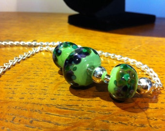 Grasshopper green and spotty lampwork necklace