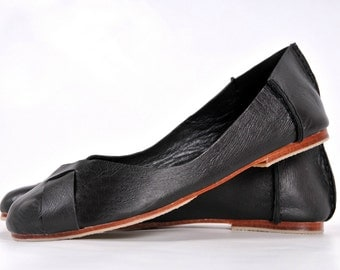 NATIVE. Black leather flats / womens shoes / leather shoes / black leather flats. Sizes 35-43. Available in different leather colors.