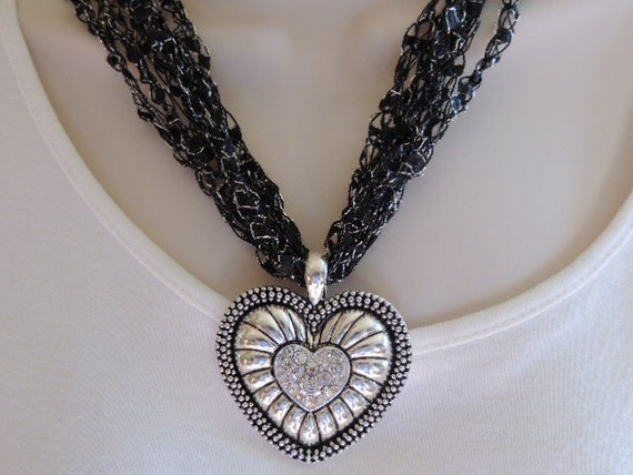 Ladder Yarn Necklace In Black Trellis Ribbon Yarn Diamond