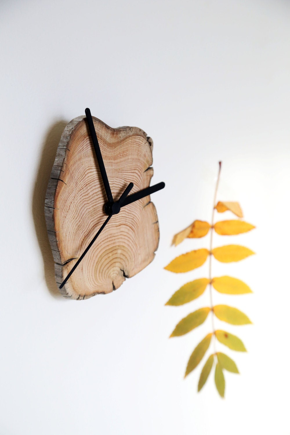 horloge de bois flott horloge en bois horloge murale. Black Bedroom Furniture Sets. Home Design Ideas