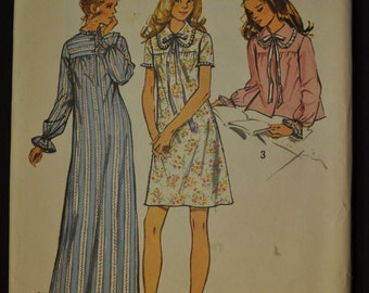Misses' Nightgown Size Large 16 - 18 Vintage 1970s Sewing Pattern Simplicity 5083