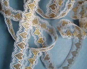 "Romantic Lace Trim With Hearts, White / Gold, 7/8"" inch wide, 1 yard, For Scrapbook, Mixed Media, Home Decor, Apparel, Accessories"