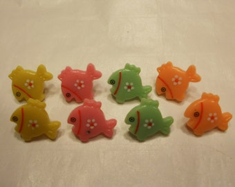 8 colorful fish buttons, 15 x 17 mm (18)