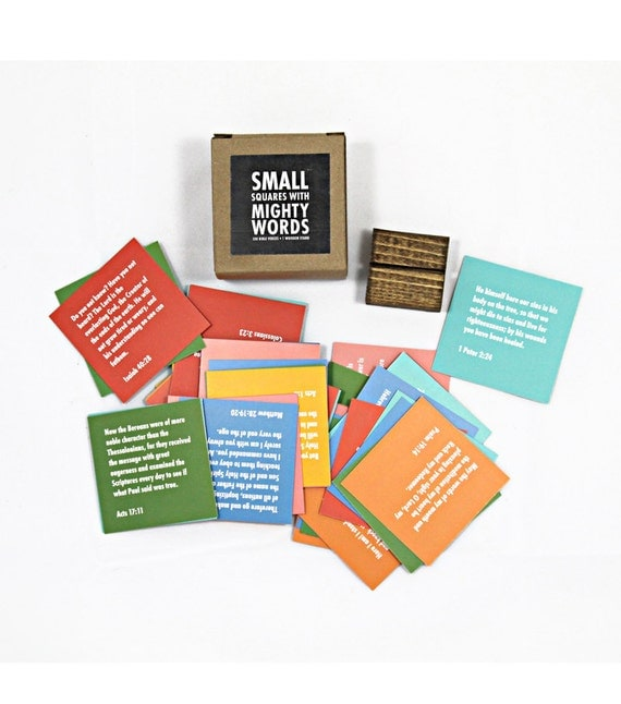 Small Squares With Mighty Words™: 100 Bible Verses and 1 Wooden Stand