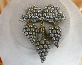 Vintage Silvertone Metal Grape Pin