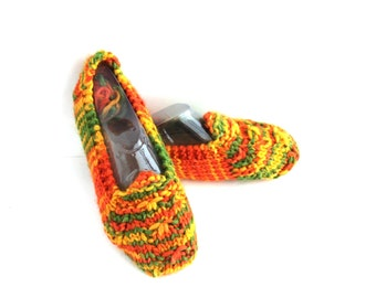 Colorful Women Slippers. Chunky Women Fall Color Yarn.