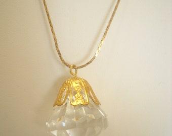 Vintage PLASTIC FACETED PENDANT Necklace (4175)