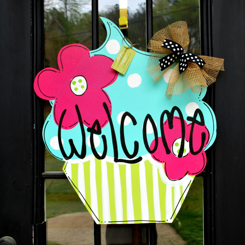 Summer door hanger cupcake summer door decoration for Decoration hangers