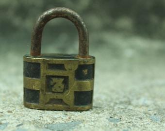 Metal Lock, No Key