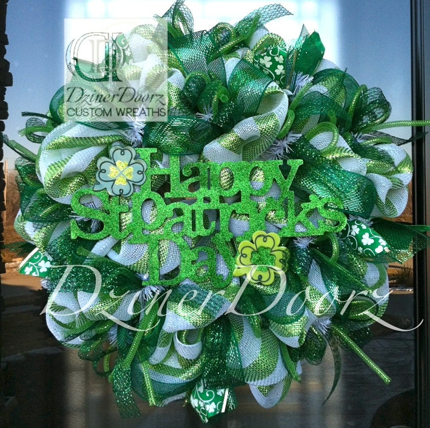 happy st patrick 39 s day deco mesh wreath by dzinerdoorz on etsy. Black Bedroom Furniture Sets. Home Design Ideas