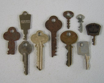 Vintage Keys Lot of 10 Assemblage Jewelry Making