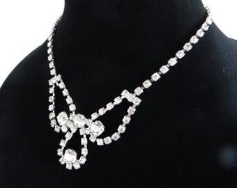 Vintage Rhinestone Necklace - Elegant and Classic