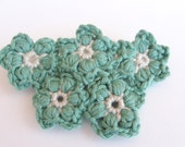 Crochet Brooch - Emerald Green Flowers - matemo