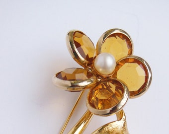 Sarah Coventry Flower Brooch Pin