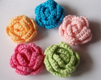 5 Crochet  Flowers Roses In 1-1/2 inches YH - 131