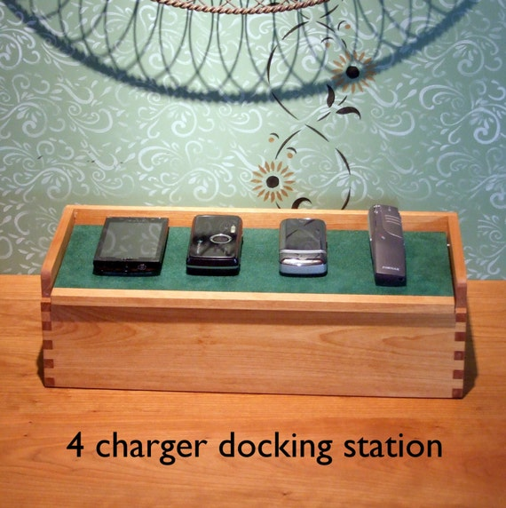 Family Gift Docking Station For 4 Phones Phone Docking
