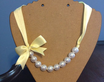 Pale Yellow Pearl Ribbon Necklace