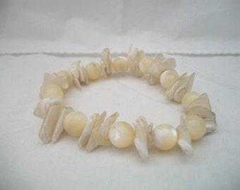 VINTAGE white Mother of pearl shell bracelet
