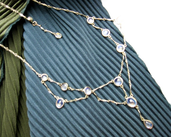 Late Edwardian Rainbow Moonstone Necklace in White Gold and Sterling, UK ca.1920.