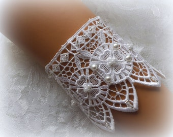 White Lace Bridal Bracelet / Wedding Lace Bracelet / Bridal Wrist Cuff