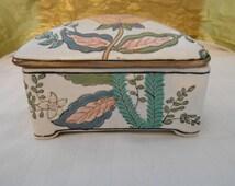 Vintage Chinese Porcelain Dresser Box Jewelry Trinket Box