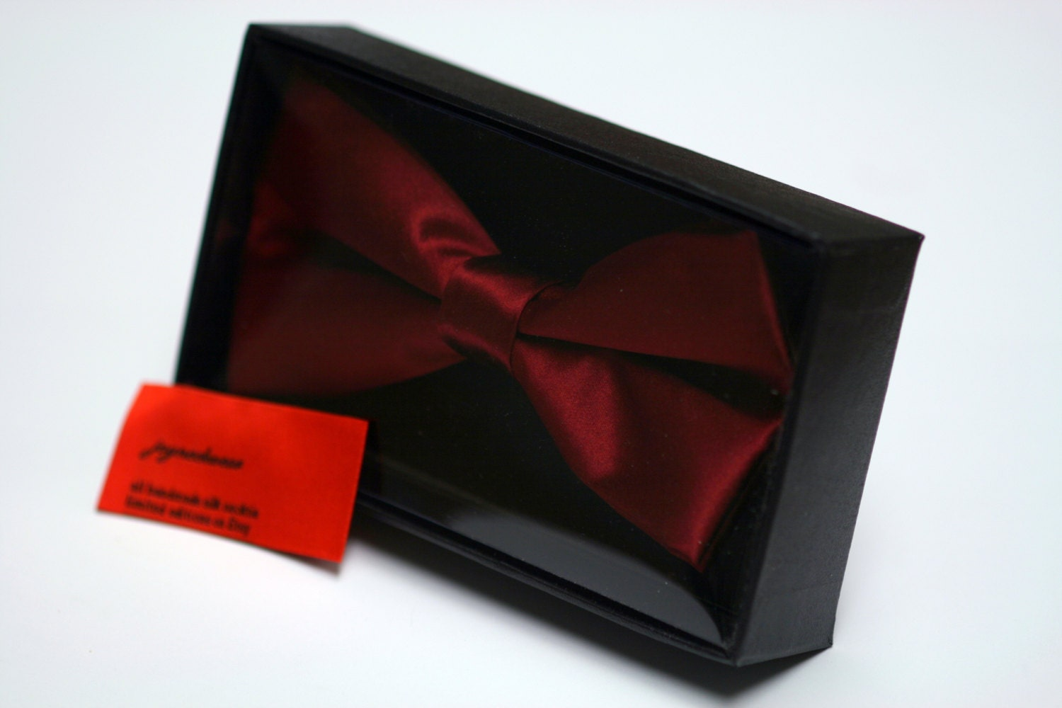red silk bow tie with gift box. Black Bedroom Furniture Sets. Home Design Ideas