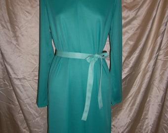 Vintage Modern Lady Blair Knee Legnth Dress in Green w Belt / Tie 100% Polyester