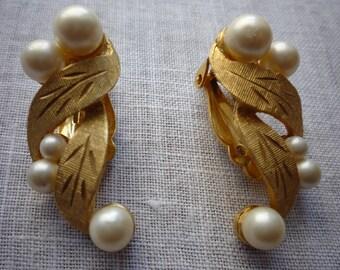 Vintage Kramer Brushed Gold Tone Faux Pearl Clip On Wedding Bridal Earrings
