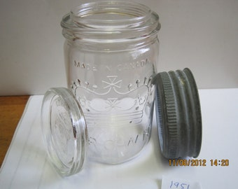 1951 CROWN pint jar with matching 1951 glass lid.