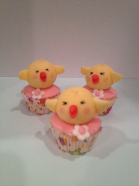 Items similar to Edible Fondant Easter cupcake topper ...