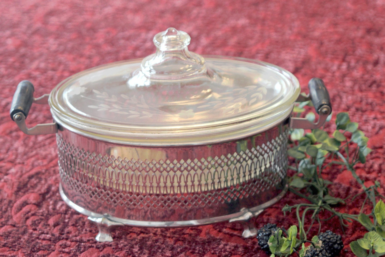 Vintage Etched Pyrex Oval Casserole Dish And Lid