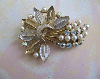 Brooch, Jewelry, Vintage Brooch, Womens Brooch, Rhinestones, Woman, Silvertone Brooch, Pearl Brooch, Gift Idea, Wedding, Bride Brooch