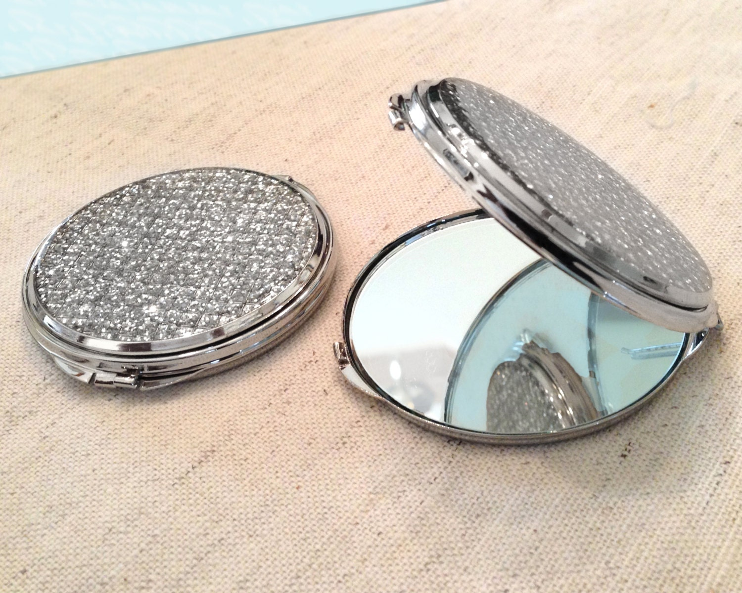personalized round glitter compact mirror. Black Bedroom Furniture Sets. Home Design Ideas