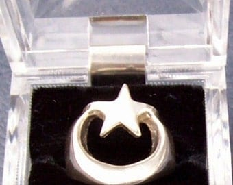 Vintage Sterling  star and moon Ring