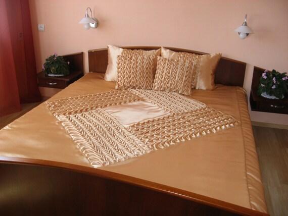 couvre lit queen smocks handmade beige drap couette. Black Bedroom Furniture Sets. Home Design Ideas