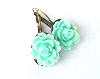 flower dream - mint colored earrings