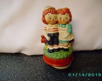 Vintage Raggedy Ann & Andy musical figurine
