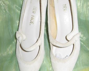 Suede Kitten Heels VTG 1960s  DANCER sz. 8.5M Beige/Almond/Ecru Very Nice Cond.-Sunny10%Off