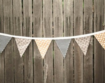 SPOTTED FLORAL PEAR bunting.