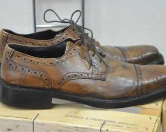 Vintage Leather Mens Shoes size 40 eu / 7.5 US....(007)