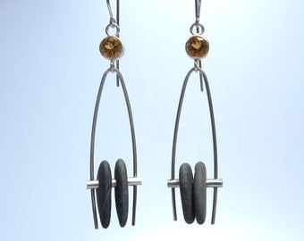 6mm citrines and pebbles on a swing
