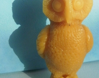 Beeswax Owlcandle, 13 cm high, 3 to 6 cm across