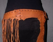 Leather fringed belt in tobacco brown