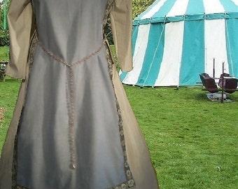 FREE SHIP Medieval Renaissance SCA Garb Costume LtBlu Ivory Tabard Kirtle Undergown 2pc Sdlacg Sz Flex lxl