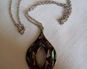 Vintage  Very Pretty Silvertone Abalone Necklace