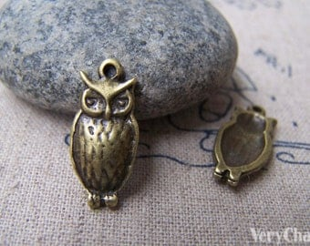 20 pcs of Antique Bronze Lovely Owl Charms 19x20mm A146
